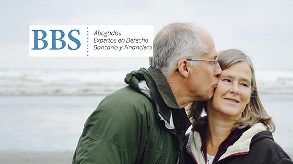 Beso entre ancianos. BBS Abogados.